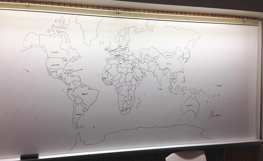 bambino-autistico-11-anni-disegna-mappa-mondo-a-memoria-1