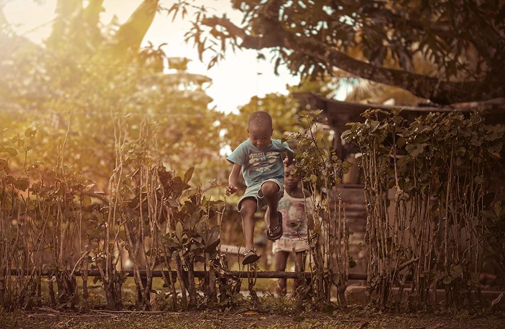 foto-bambini-che-giocano-giamaica-Adrian-McDonald-03