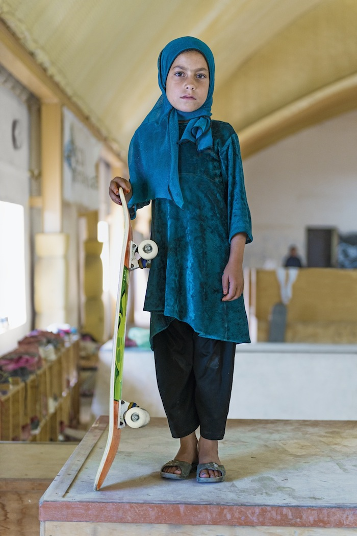 fotografia-afghanistan-bambine-skateboard-Jessica-Fulford-Dobson-2