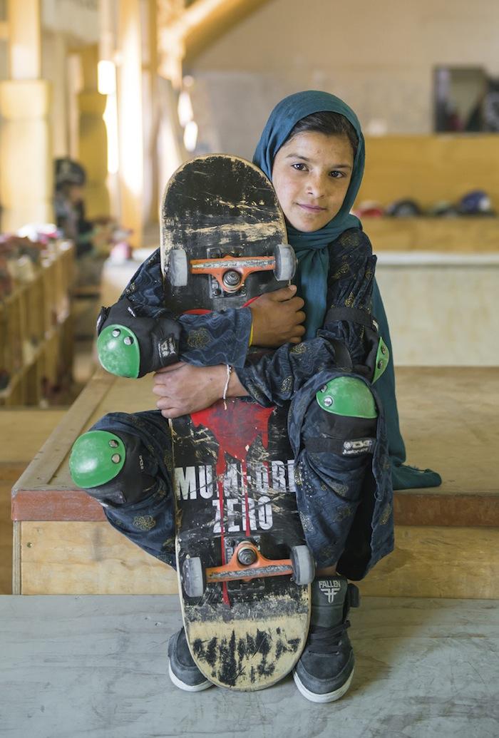 fotografia-afghanistan-bambine-skateboard-Jessica-Fulford-Dobson-3