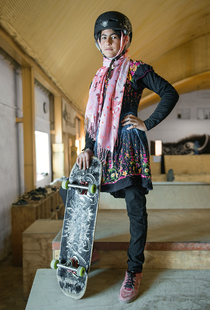 fotografia-afghanistan-bambine-skateboard-Jessica-Fulford-Dobson-4