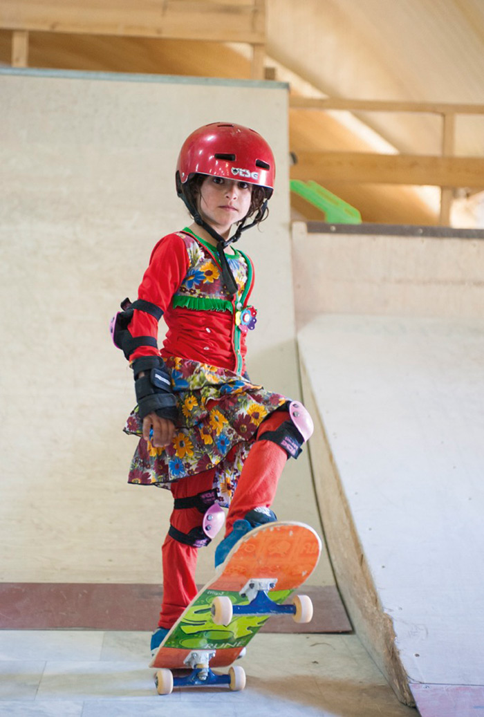 fotografia-afghanistan-bambine-skateboard-Jessica-Fulford-Dobson-5