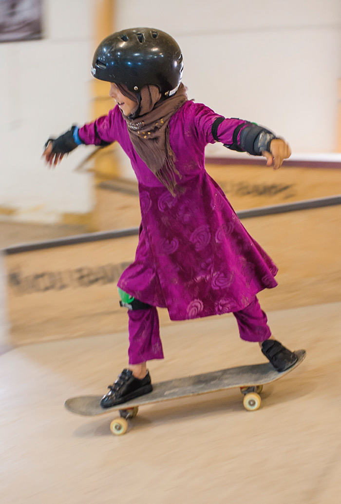 fotografia-afghanistan-bambine-skateboard-Jessica-Fulford-Dobson-6