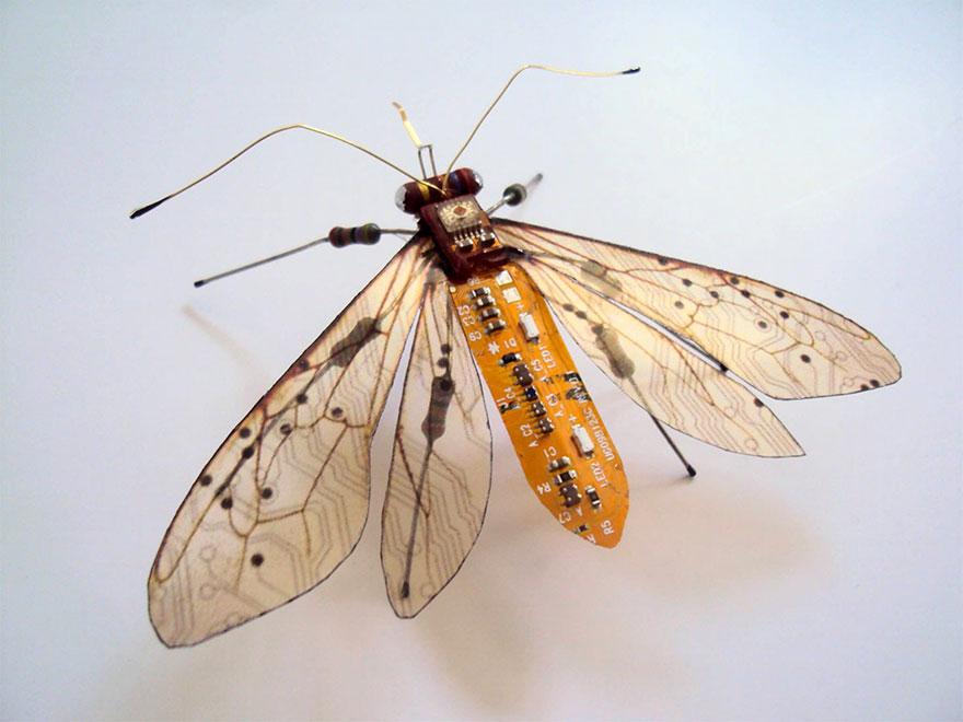 Insetti alati circuiti elettronici sculture riproduzioni for Riproduzioni design