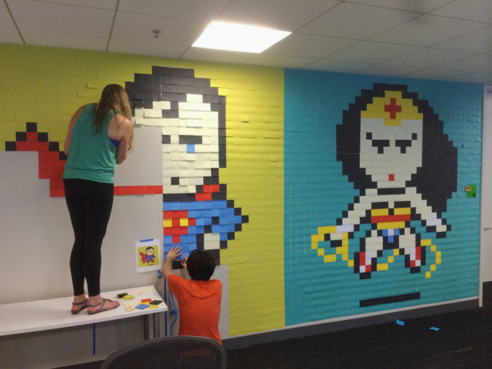 pareti-ufficio-post-it-arte-supereroi-ben-brucker-11