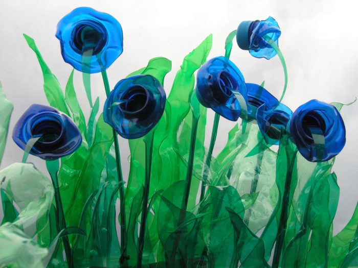 piante-sculture-bottiglie-plastica-pet-riciclate-Veronika-Richterová-06