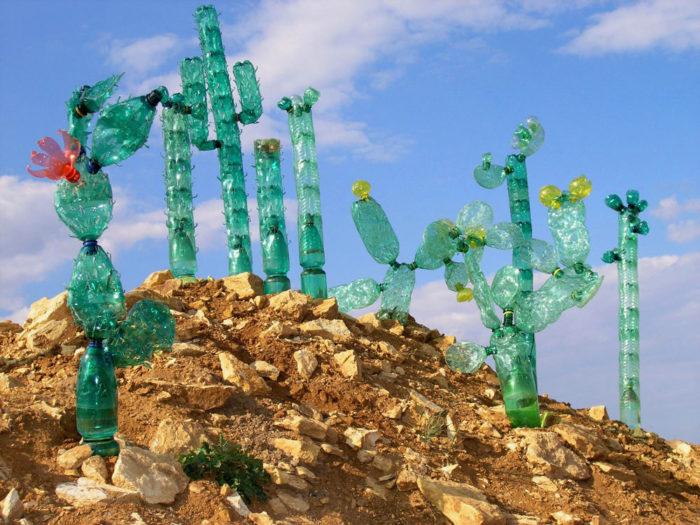 piante-sculture-bottiglie-plastica-pet-riciclate-Veronika-Richterová-07