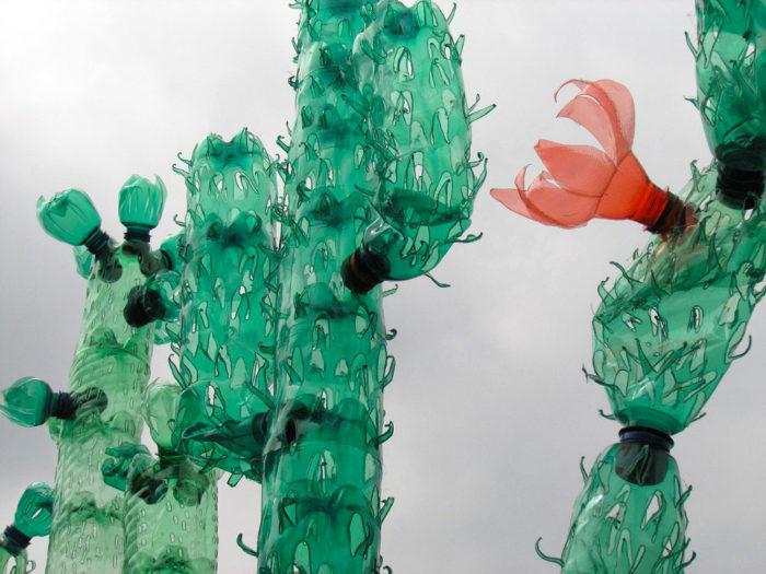 piante-sculture-bottiglie-plastica-pet-riciclate-Veronika-Richterová-09