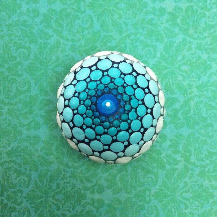 pietre-sassi-ciottoli-mare-decorati-colorati-01