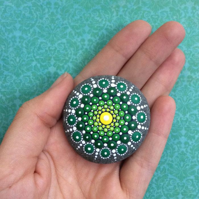 pietre-sassi-ciottoli-mare-decorati-colorati-02