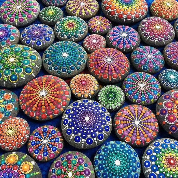 pietre-sassi-ciottoli-mare-decorati-colorati-04