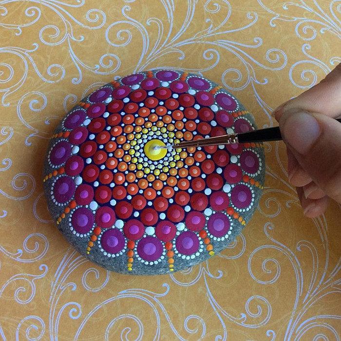pietre-sassi-ciottoli-mare-decorati-colorati-05