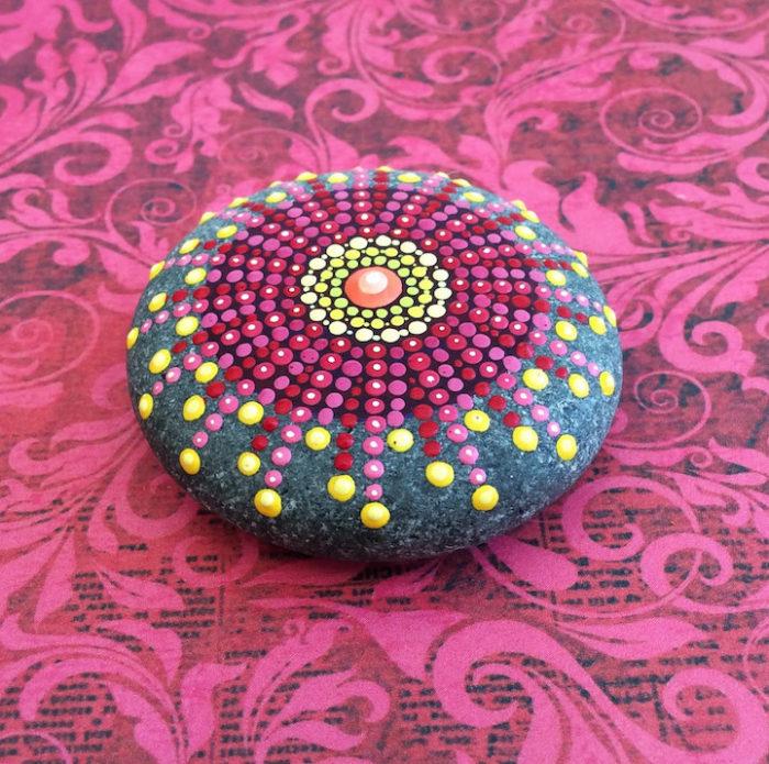 pietre-sassi-ciottoli-mare-decorati-colorati-06