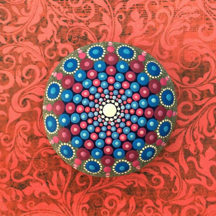 pietre-sassi-ciottoli-mare-decorati-colorati-07
