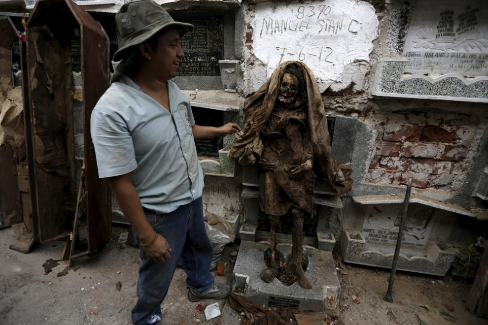 pulitori-tombe-guatemala-corpi-mummie-02