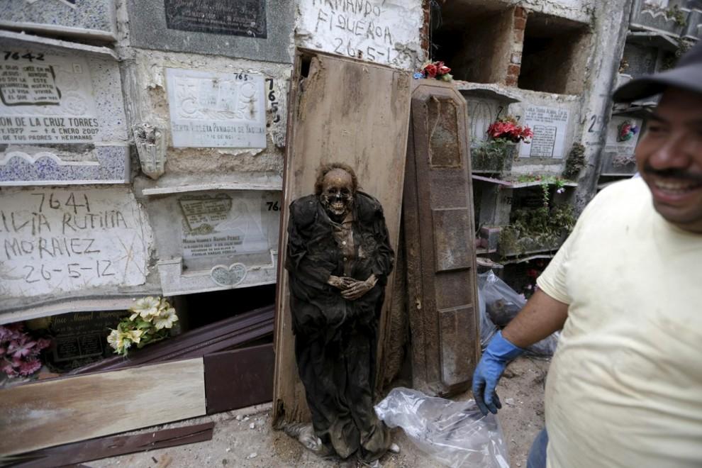 pulitori-tombe-guatemala-corpi-mummie-06