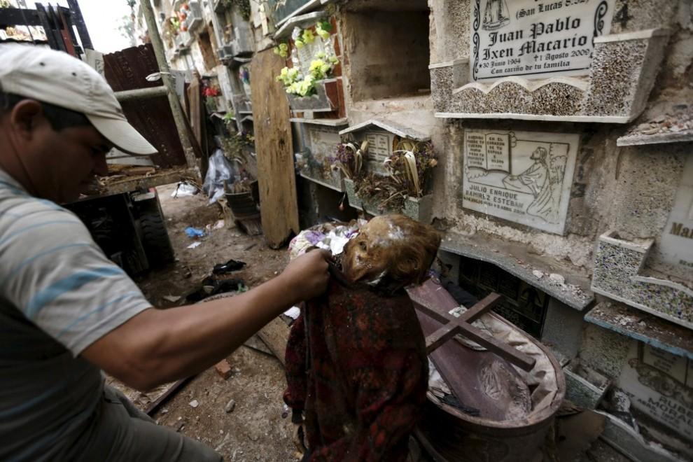 pulitori-tombe-guatemala-corpi-mummie-10