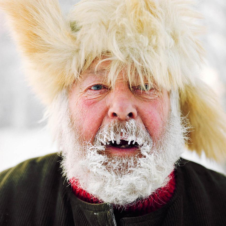 ritratti-fotografici-popolazioni-polo-nord-artico-libro-life-on-the-line-01