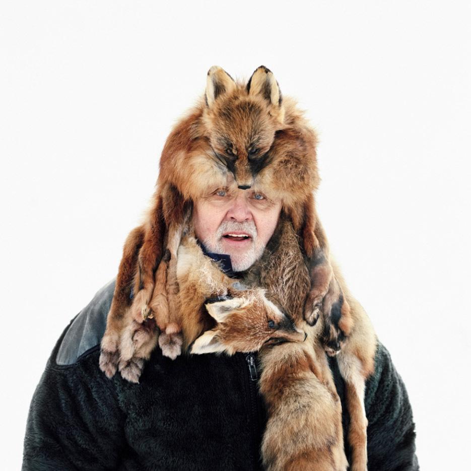 ritratti-fotografici-popolazioni-polo-nord-artico-libro-life-on-the-line-11