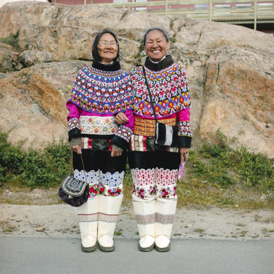ritratti-fotografici-popolazioni-polo-nord-artico-libro-life-on-the-line-12
