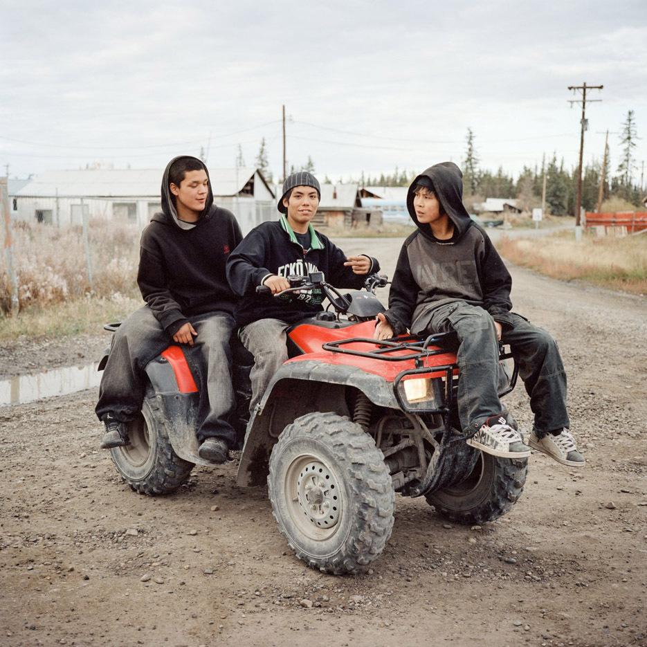 ritratti-fotografici-popolazioni-polo-nord-artico-libro-life-on-the-line-13