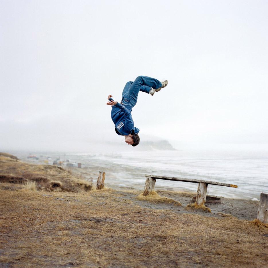 ritratti-fotografici-popolazioni-polo-nord-artico-libro-life-on-the-line-14
