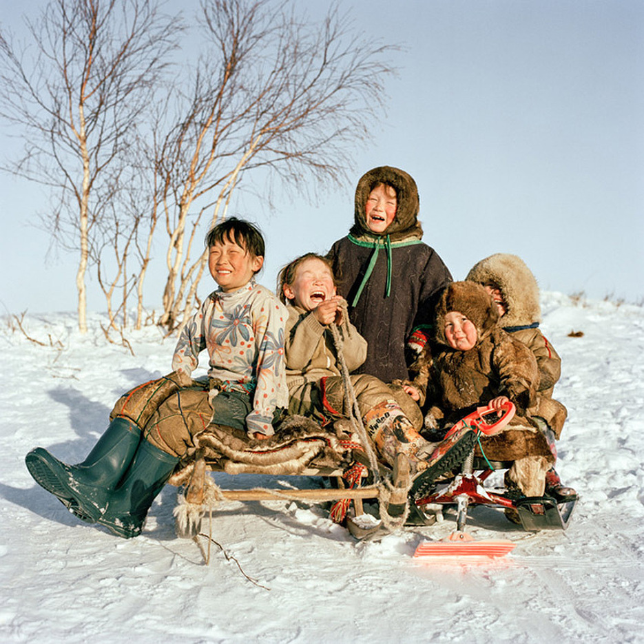 ritratti-fotografici-popolazioni-polo-nord-artico-libro-life-on-the-line-15