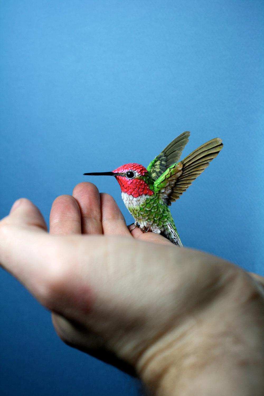 sculture-uccelli-finti-realistici-carta-Zack-Mclaughlin-11
