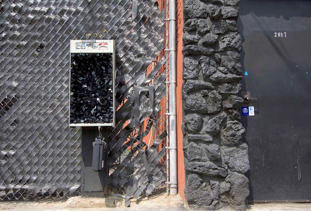 street-art-cristalli-geodi-installazioni-muri-città-Paige-Smith-7