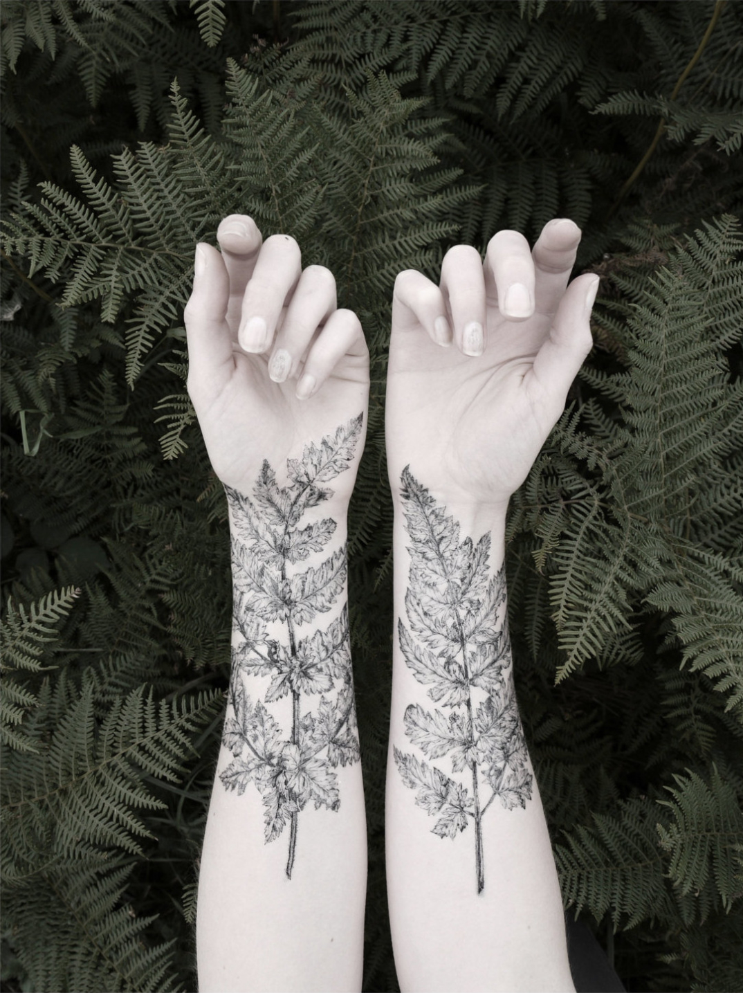 tatuaggi-temporanei-metallici-dorati-colorati-neri-esempi-moda-04