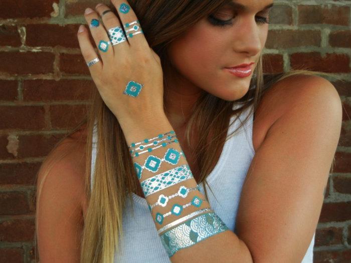 tatuaggi-temporanei-metallici-dorati-colorati-neri-esempi-moda-14