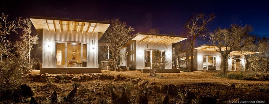 4-coppie-amici-vivono-insieme-villaggio-sostenibile-texas-01