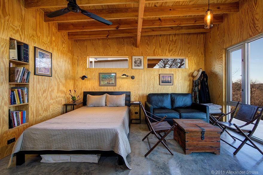 4-coppie-amici-vivono-insieme-villaggio-sostenibile-texas-07
