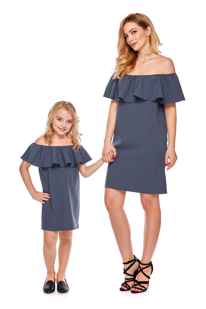 Abbigliamento coordinato madre e figlia vestite uguali, magliette e vestiti