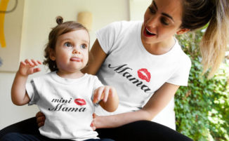 Tale madre, tale figlia: esempi di abbigliamento mini-me, per mamma e figlia vestite uguali