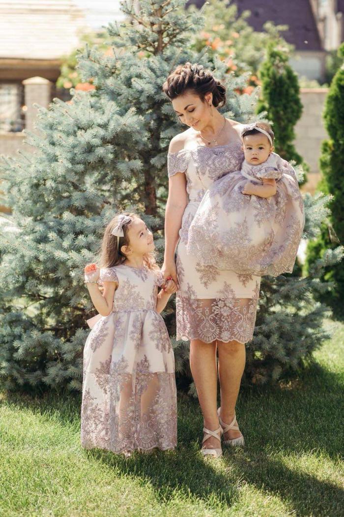 2b76336d0f44 Abbigliamento coordinato madre e figlia vestite uguali
