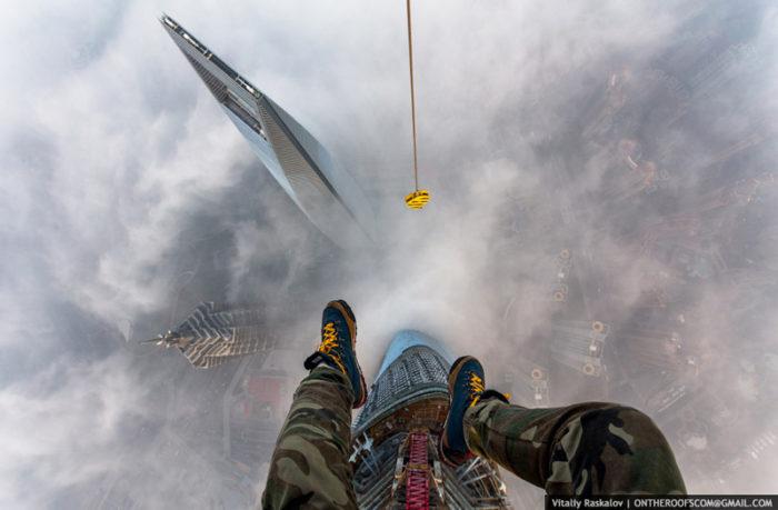 coppia-scalata-grattacielo-shanghai-tower-vitality-raskalov-01