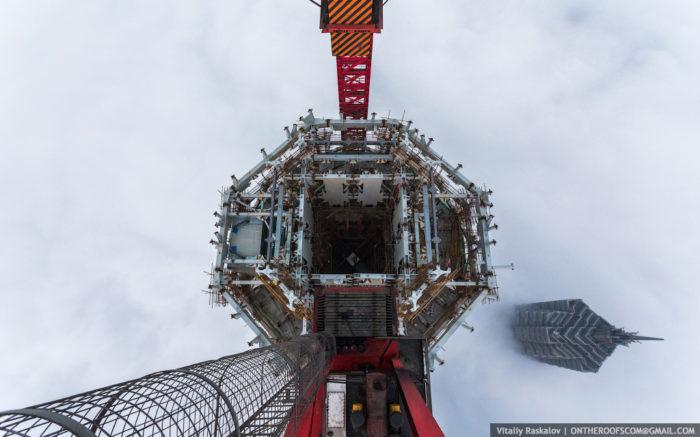 coppia-scalata-grattacielo-shanghai-tower-vitality-raskalov-04