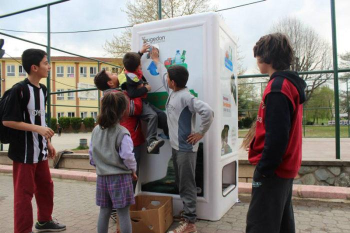 distributore-automatico-cibo-per-cani-in-cambio-di-bottiglie-istanbul-10