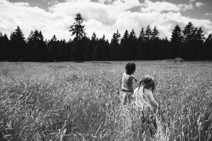 due-bambine-sorelle-bianca-nera-adottata-amore-anna-larson-04