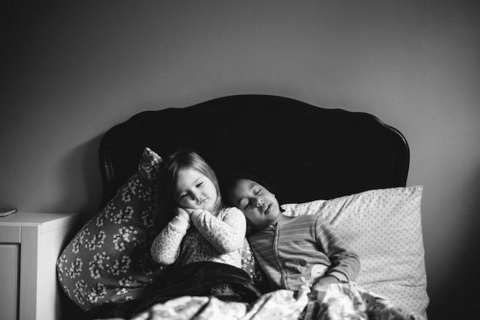 due-bambine-sorelle-bianca-nera-adottata-amore-anna-larson-11