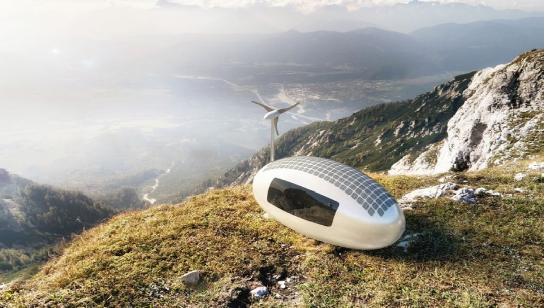 una minuscola casa ad energia solare ed eolica permette di