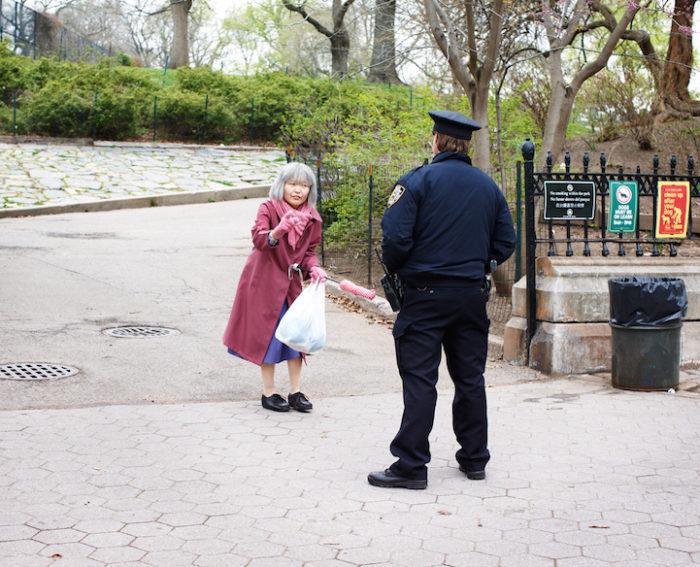 fotografa-travestita-da-signora-anziana-new-york-12