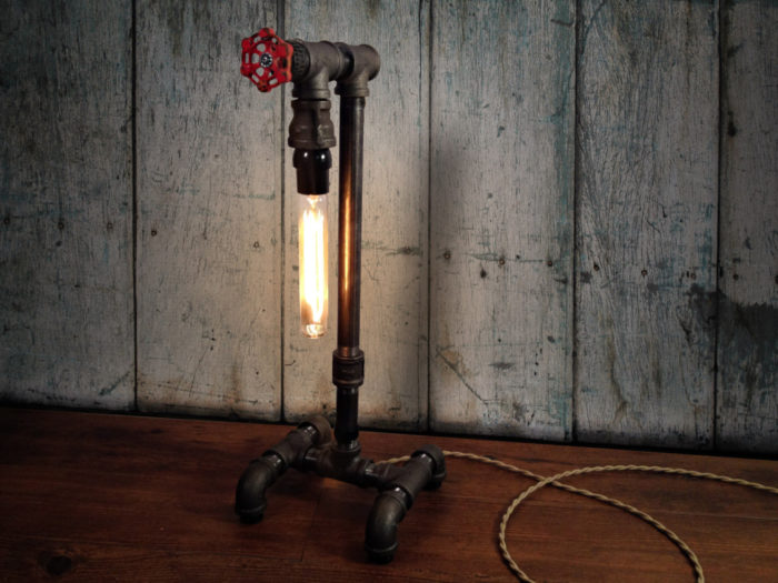 lampade-applique-stile-industrial-bottiglie-vetro-tubi-metallo-03