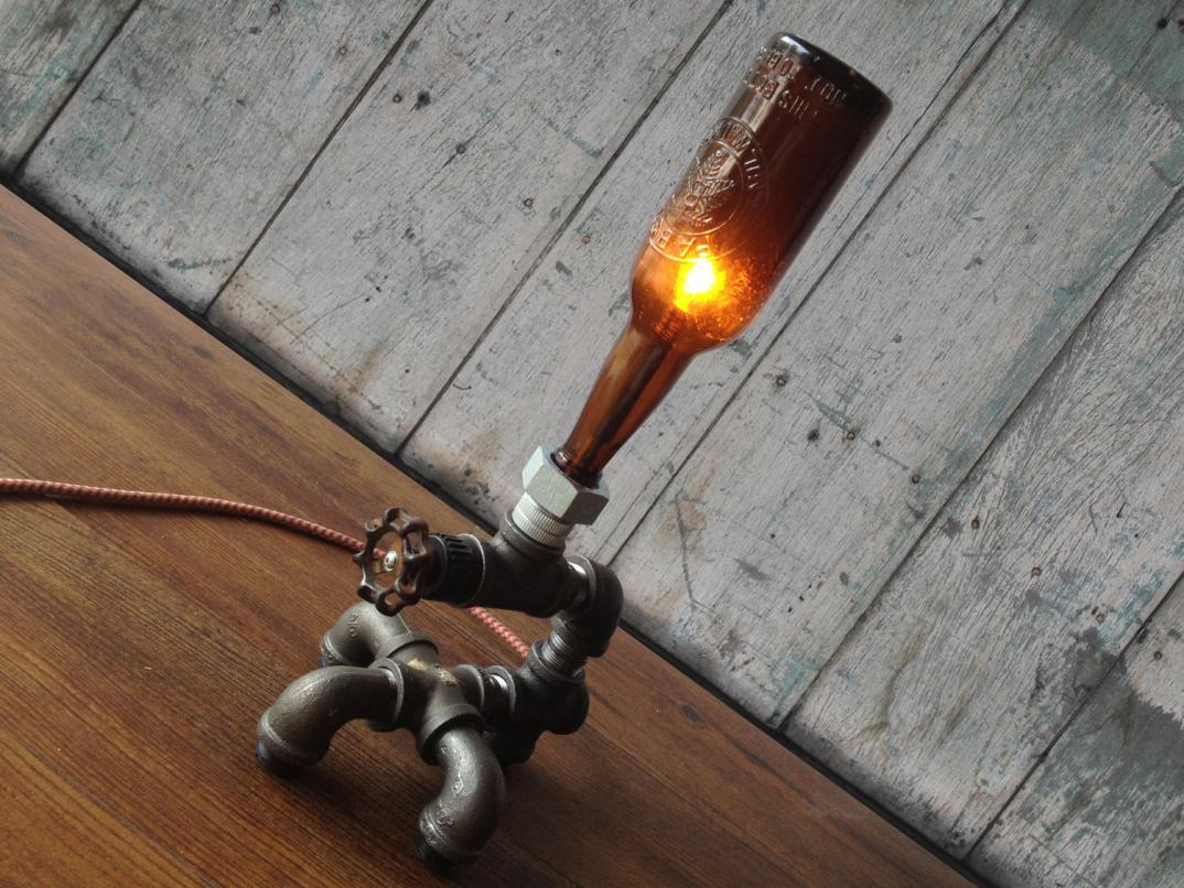lampade-applique-stile-industrial-bottiglie-vetro-tubi-metallo-04 - KEBLOG