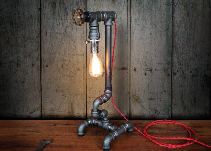 lampade-applique-stile-industrial-bottiglie-vetro-tubi-metallo-06