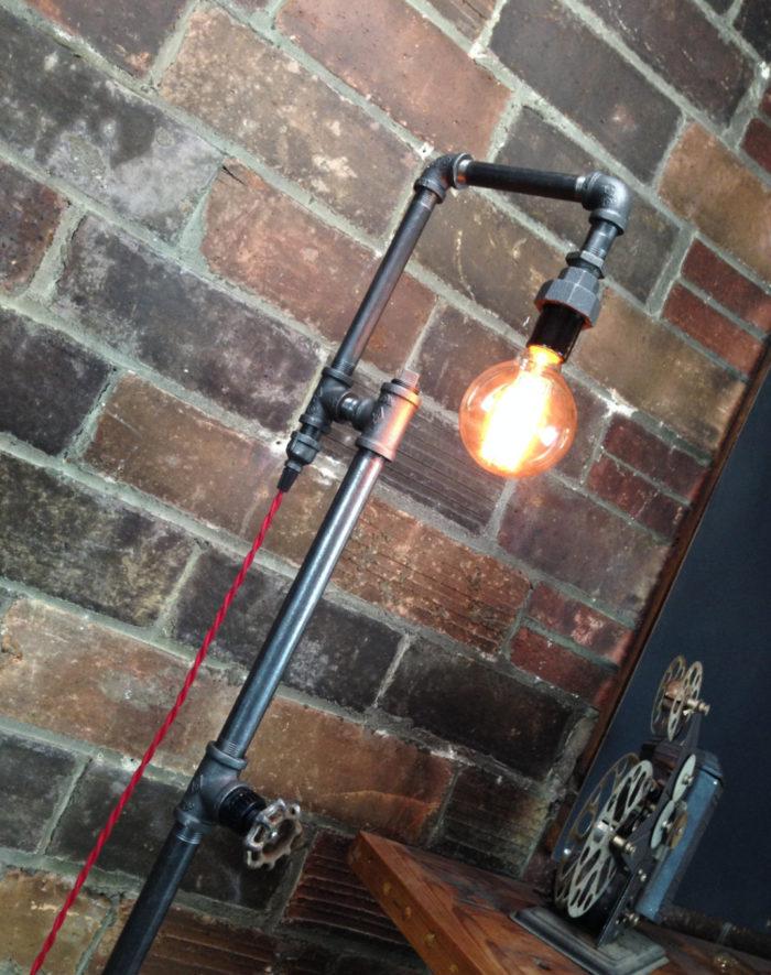 lampade-applique-stile-industrial-bottiglie-vetro-tubi-metallo-09