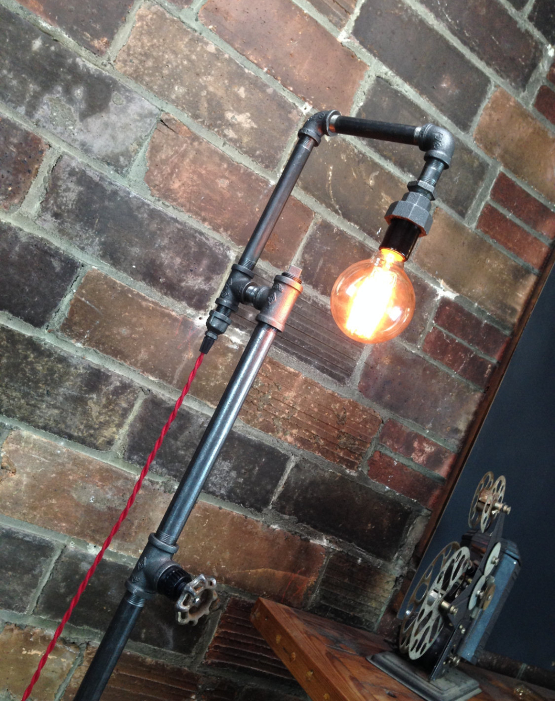 Lampade-applique-stile-industrial-bottiglie-vetro-tubi-metallo-09 ...