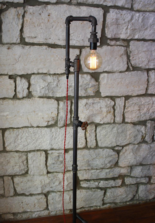 Lampade-applique-stile-industrial-bottiglie-vetro-tubi-metallo-10 ...