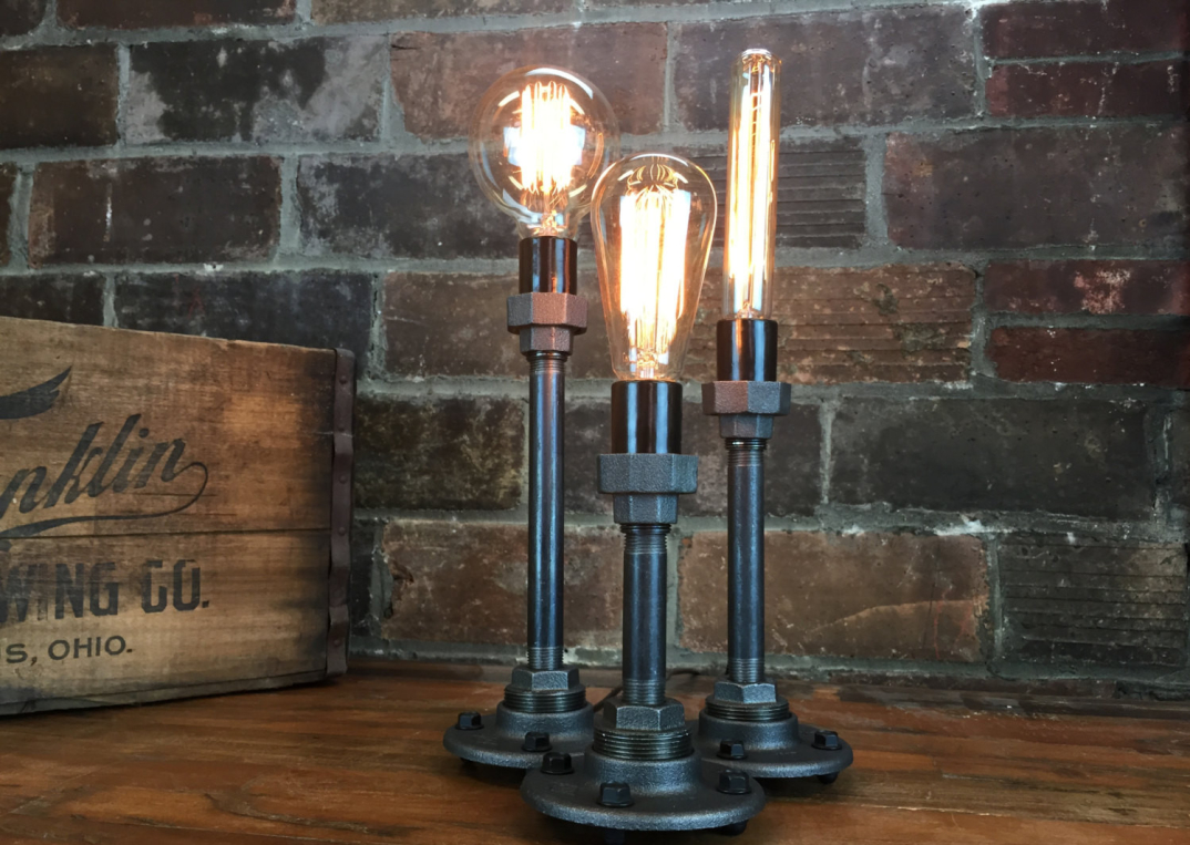 lampade-applique-stile-industrial-bottiglie-vetro-tubi-metallo-17 - KEBLOG